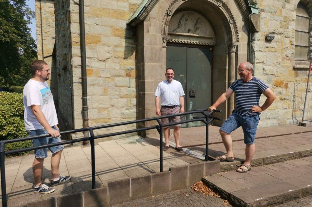 Das neue Seelsorgeteam der Gemeinde St. Johannes startete im Sommer. Seitdem haben die drei viel auf die Beine gestellt und dafür gesorgt, dass die Kirche trotz Corona für die Menschen da sein kann.