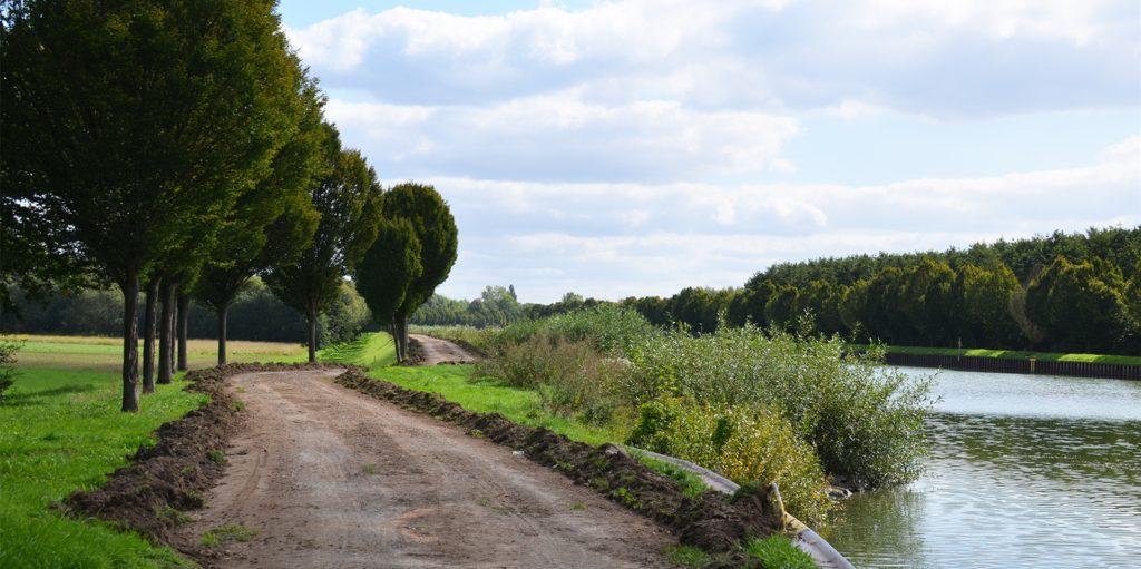 Im September hatten die Wegebauer in Schwieringhausen zunächst auf der Ostseite des Dortmund-Ems-Kanals mit dem Neubau des Radwegs begonnen.