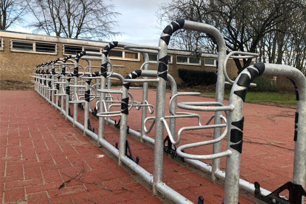 Neue Fahrradständer und eine neue Pflasterung verbessern das Umfeld des Losbergstadions.