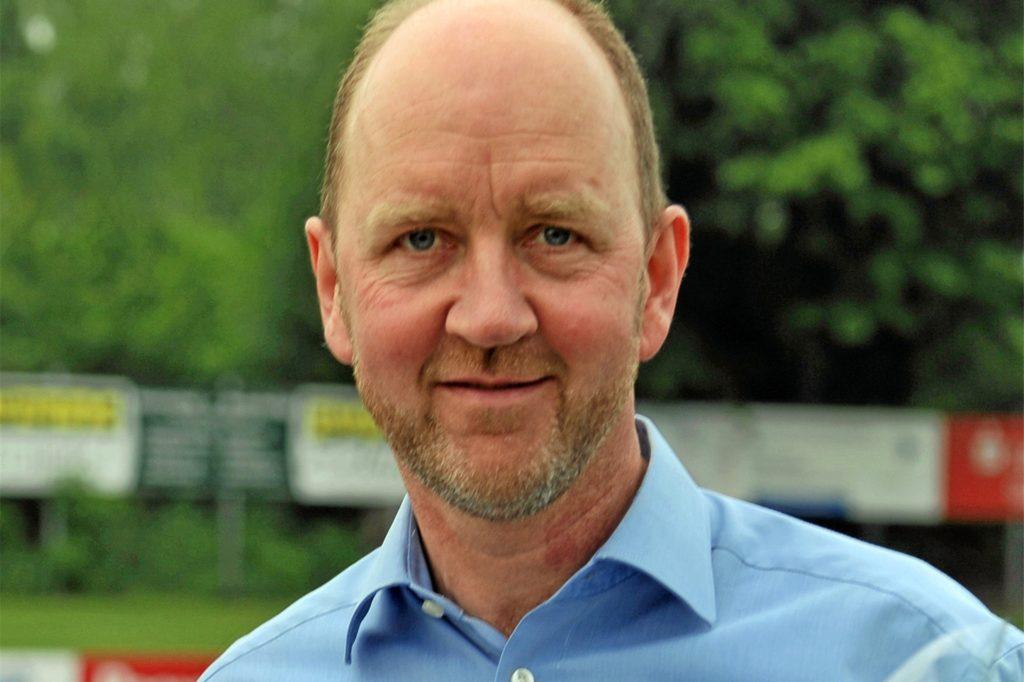 Der SuS-Vorsitzende Wilfried Steinhage freut sich über die Förderung des Landes für Verbesserungen rund um das Losbergstadion.