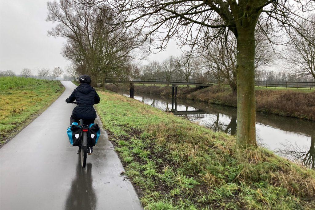 Hinter Senden in Richtung Olfen ist aus dem kleinen Bach schon ein Fluss geworden. Der Radweg entlang der Stever ist hier besonders idyllisch.