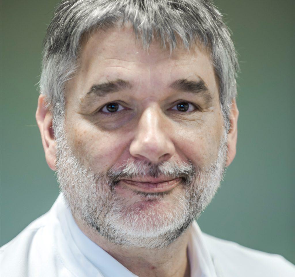 Dr. Jens-Peter Stahl warnt vor illegalen Böllern und dem unsachgemäßen Gebrauch von zugelassenem Feuerwehr.