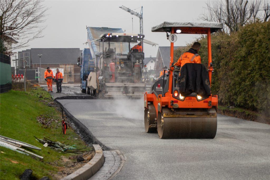 Die Einfahrt ins Baugebiet Burloer Straße West ist noch Mitte Dezember breiter gemacht worden.