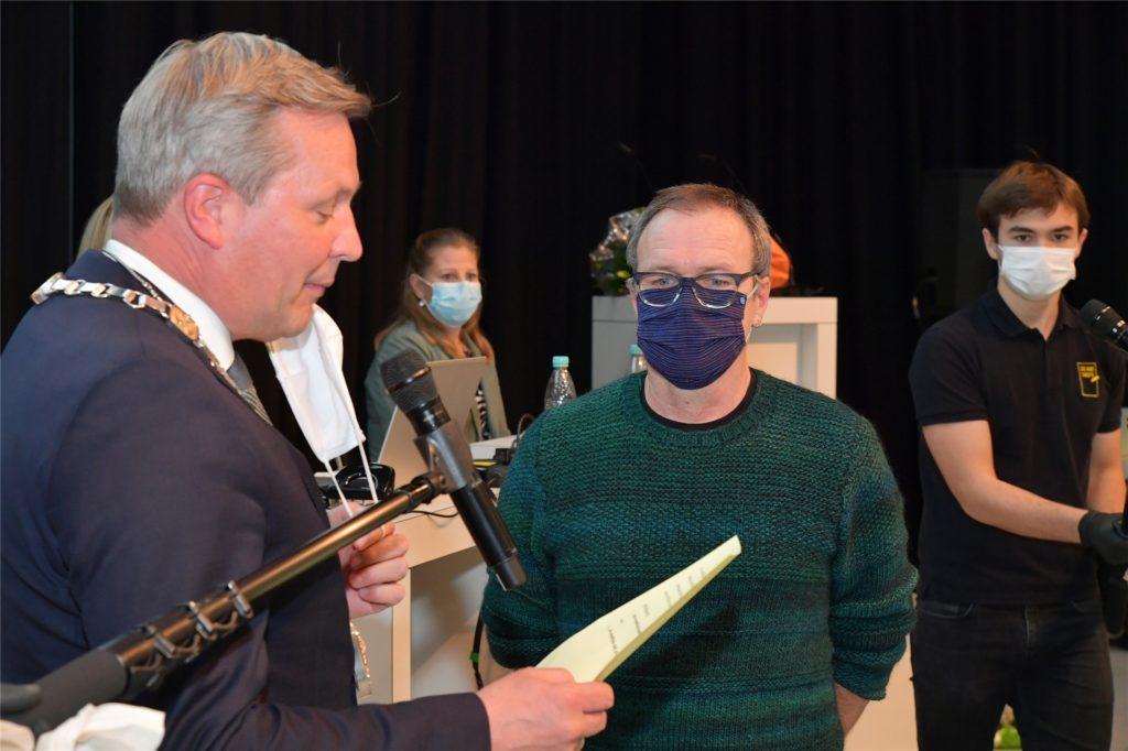 Reiner Hohl wird als erster grüner Ratsherr zum stellvertretenden Bürgermeister gewählt.