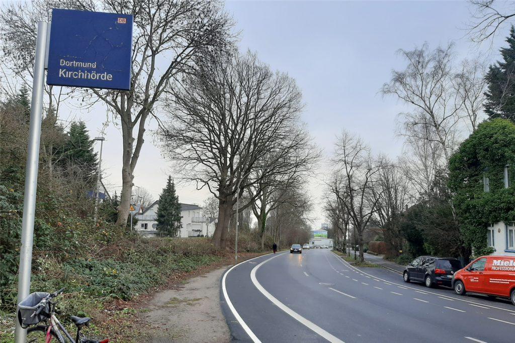 """Der Bahnhof Kirchhörde - Schmittgen fragt sich: """"Wo sollen Menschen, die aus der Regionalbahn zur Bushaltestelle """"Weiße Taube"""" wechseln, hergehen ?"""""""