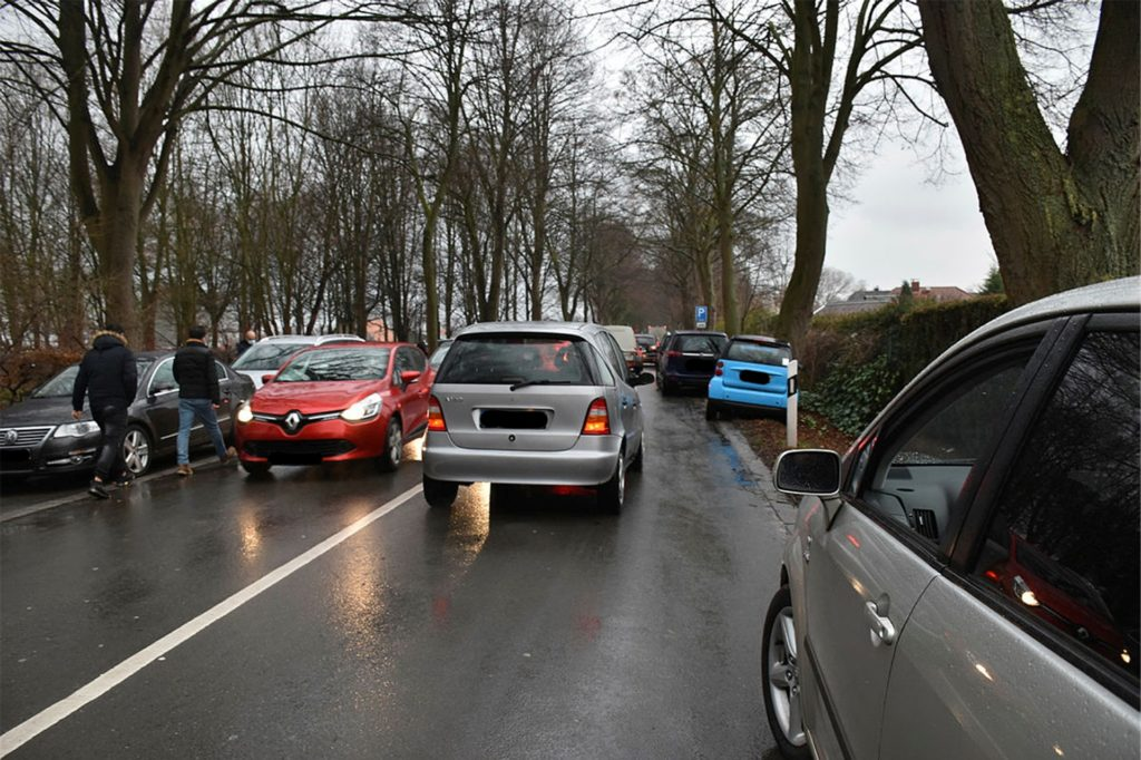 Am Friedhof in Niederaden gab es ein Verkehrschaos.
