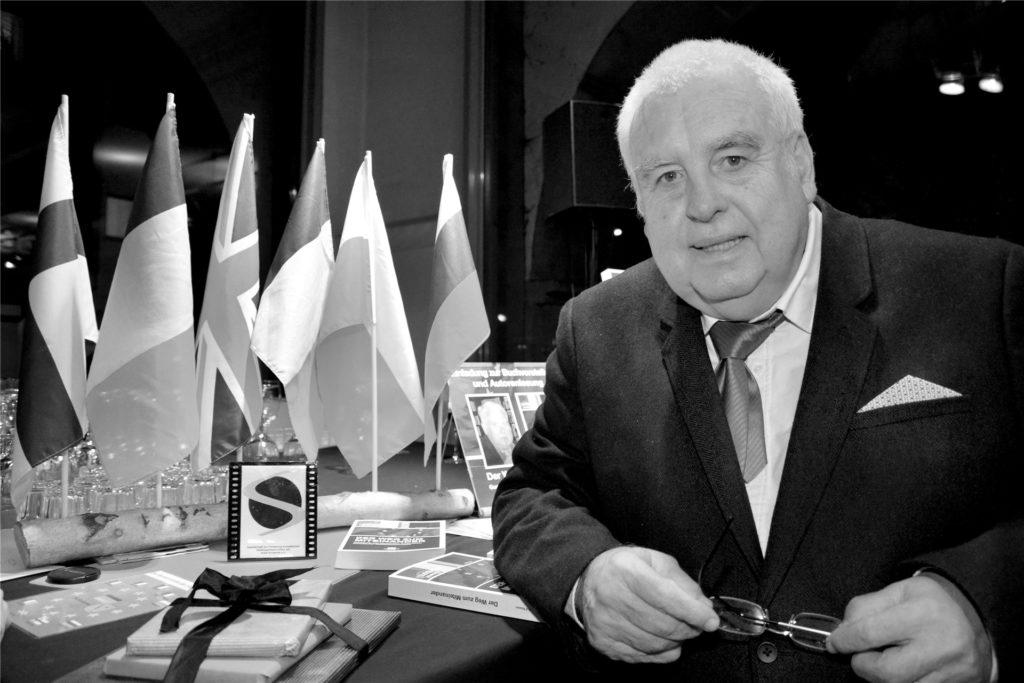 Dr. Rolf Massin.
