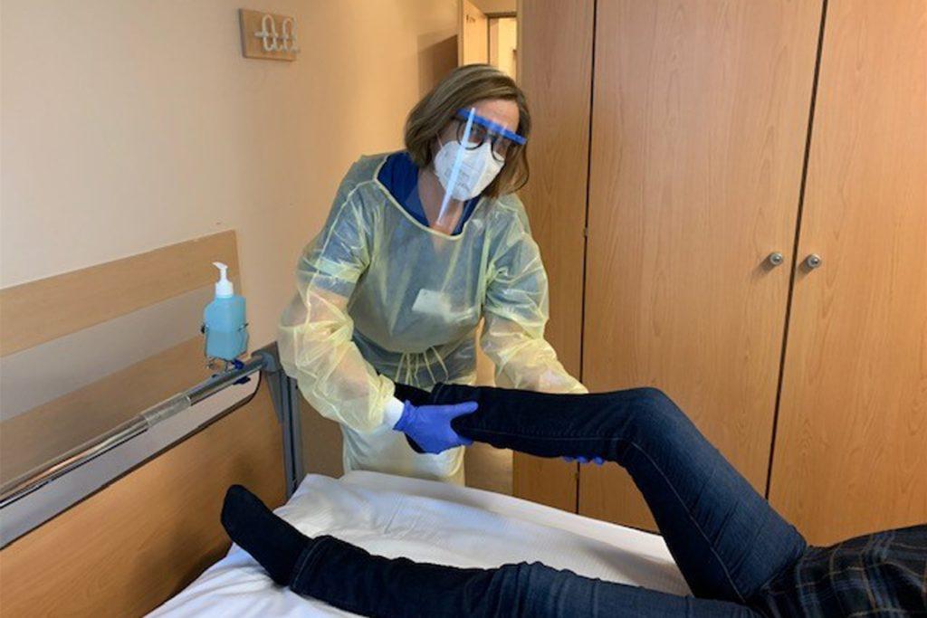 Im Einsatz für Covid-Patienten: Susanne Kowalski, stellvertretende Leiterin der Station 2B im Rochus-Hospital.