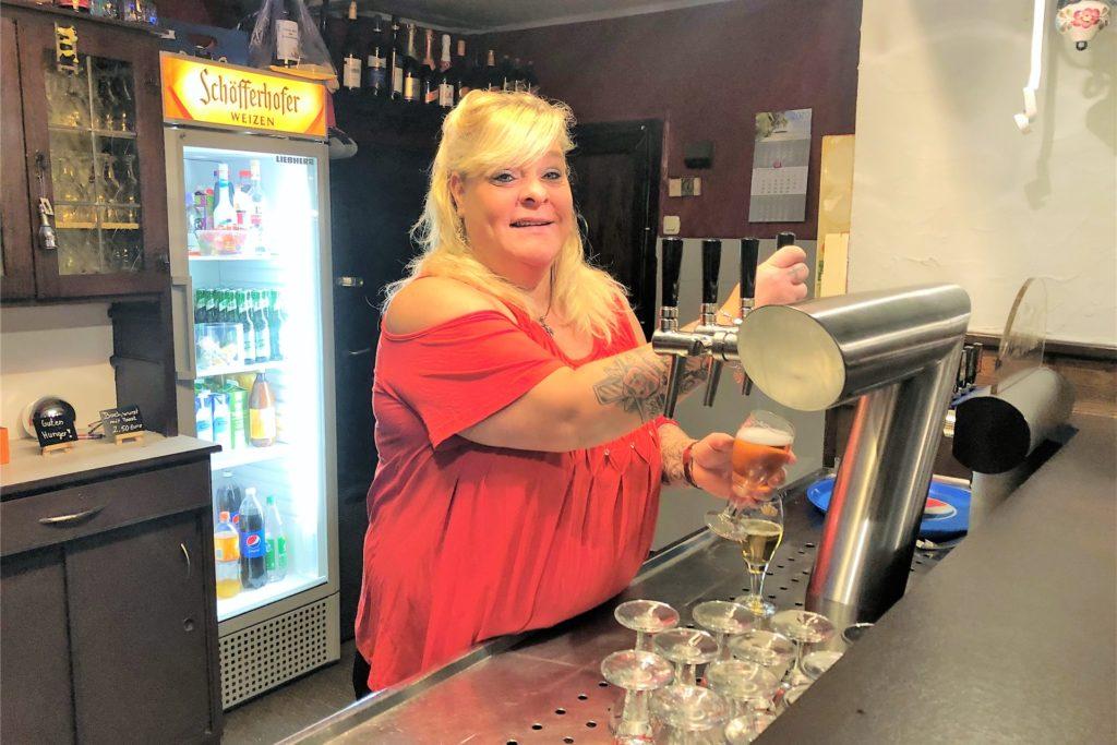 Wirtin Jasmin Nickstat wünschte, sie dürfte wieder für ihre Gäste Bier ausschenken.