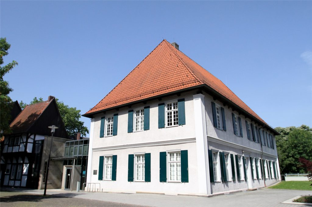Das Werner Stadtmuseum wurde kurz nach dessen Tod in Karl-Pollender-Stadtmuseum umbenannt.