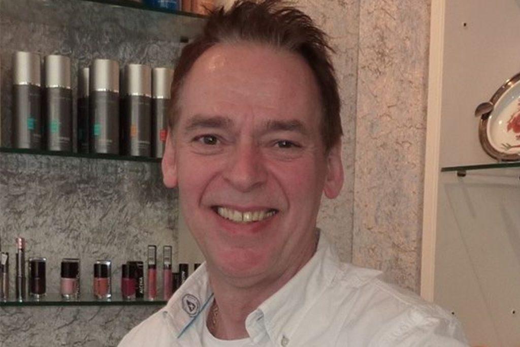 Frank Kulig, Vorstand der Friseur-Innung, würde vor allem älteren Kunden gerne helfen, die sich nicht allein die Haare waschen können.