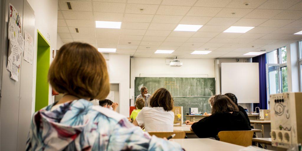 Schulunterricht im Sommer am Dortmunder Käthe-Kollwitz-Gymnasium. Das Land NRW veröffentlicht seit Kurzem die Zahlen zu Corona-Infektionsfällen an Schulen.