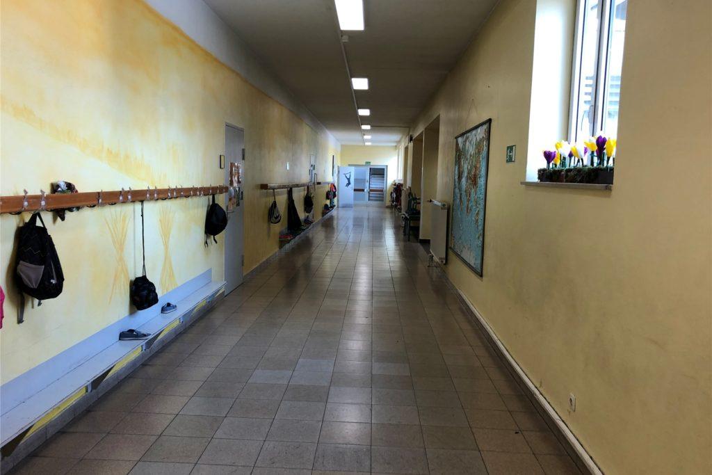 Unterricht auf Distanz ist derzeit an den Selmer Grundschulen angesagt. Das bedeutet: Die Schulflure sind leer und die Kinder, die nicht notbetreut werden, arbeiten von zuhause aus.