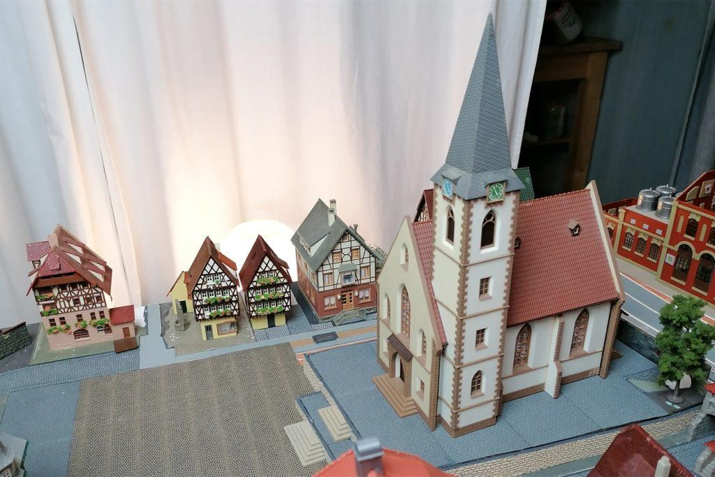 27 Zentimeter hoch ist die Kirchturmspitze von St. Remigius. Sie ist der spirituelle Mitelpunkt von Tremberg.