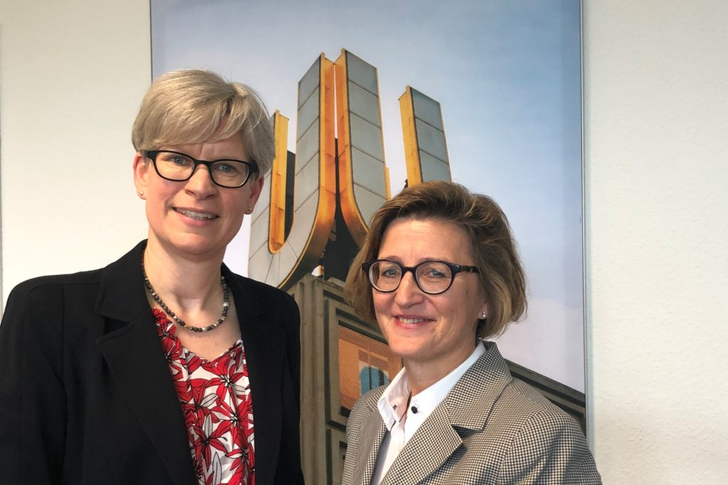 Die Chefin der Arbeitsagentur, Heike Bettermann (r.), und Jobcenter-Geschäftsführerin Dr. Regine Schmalhorst (l.) blicken auf ein herausforderndes Jahr zurück. Beide stellen fest, dass das Krisenjahr 2020 für Dortmund nicht so schlimm wurde, wie man es befürchten musste.