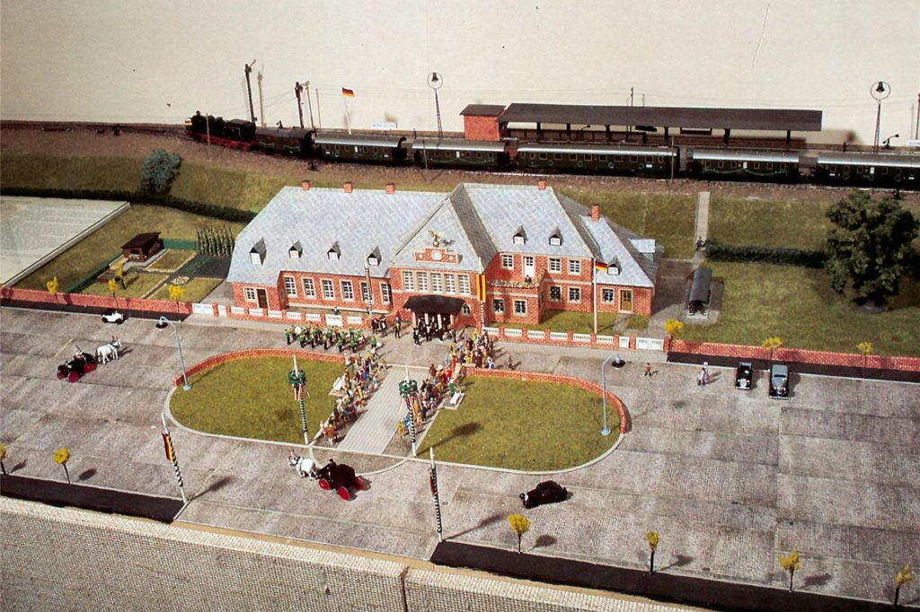 Eine Postkarte mit der Modellanlage vom Bahnhof Werne zu den Eröffnungsfeierlichkeiten am 17. Oktober 1928.