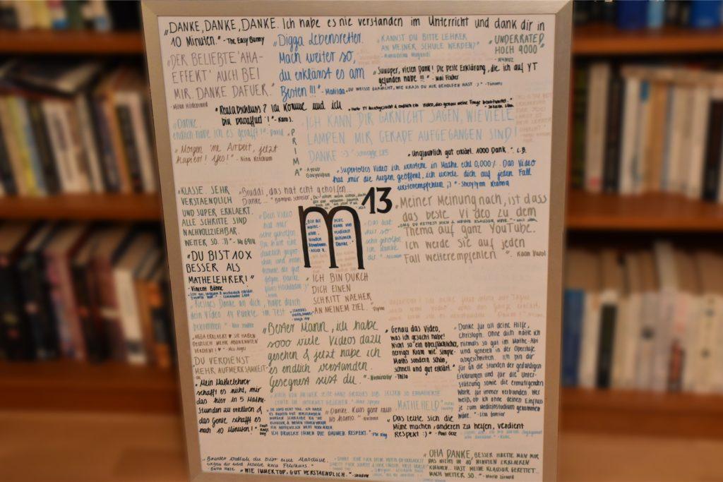 """Zum Geburtstag hat Christoph Goemans eine Collage bekommen, auf denen Schülerzitate stehen, wie """"Gesegnet seist du"""" oder """"Du bist 10x besser als Mathelehrer""""."""