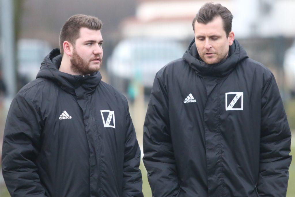 Der Sportliche Leiter des BV Lünen Patrick Osmolski (rechts) freut sich über die Entwicklung seiner Mannschaft.