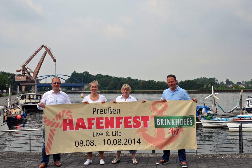 2014 riefen Thorsten Lachmann (v.l.), Marleen Zimmermann, Rosel Haak und Tobias Klotz das Preußenhafenfest ins Leben.