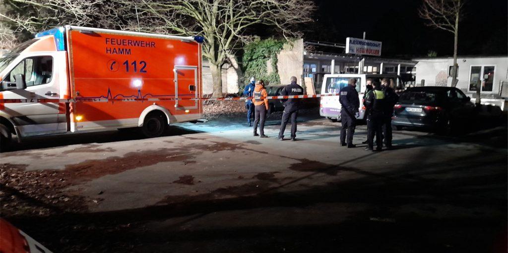 Die Polizei fand den Leichnam der 22-Jährigen auf einem Parkplatz südlich der Hammer Innenstadt. Täter soll ein 23 Jahre alter Bergkamener sein.