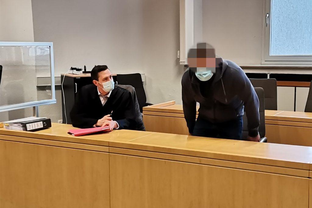 Beim Prozessauftakt am Essener Landgericht schwieg der Angeklagte aus Castrop-Rauxel. Links im Bild sein Verteidiger Artur Jakobi.