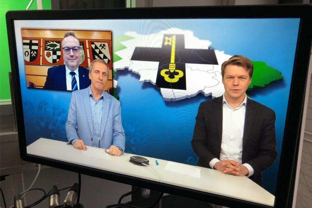 Bodo Klimpel (im Hintergrund), Randolf Leyk (l.) und Moderator Matthias Langrock (r.) kurz vor der Ausstrahlung unseres Livestreams.