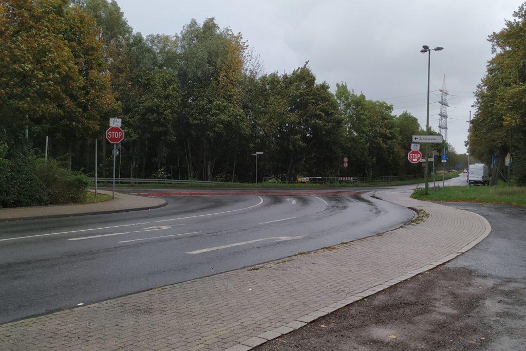 Kreuzung Hauptstraße/Pelsstraße/Feldhausener