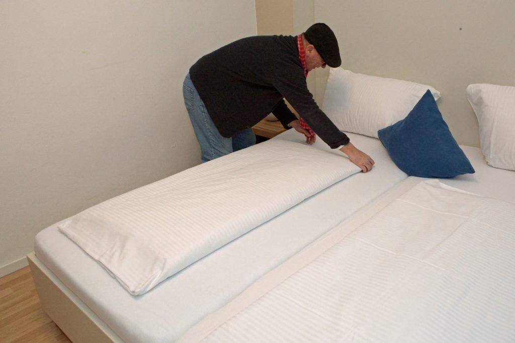 Ordentlich sollte es in den 17 Hotelzimmern im Kolpinghaus in Werne schon sein - auch wenn die derzeit kaum wirklich genutzt werden. Lediglich Monteure dürfen hier aktuell übernachten.