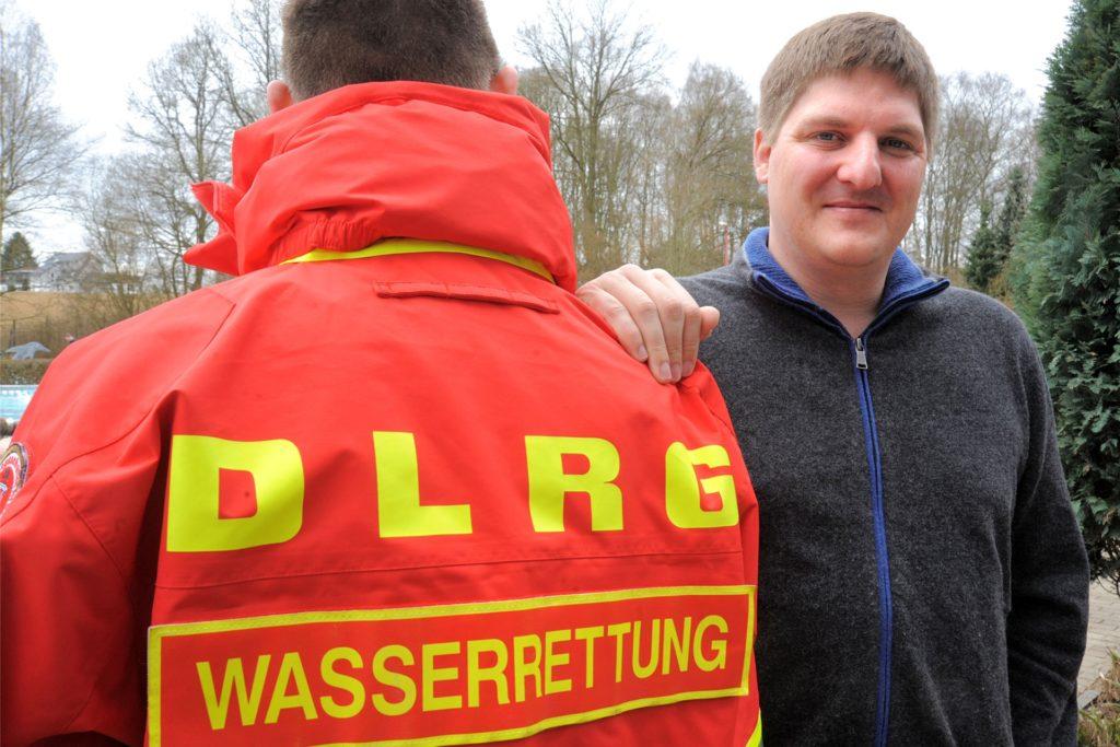 Jochen Schumacher von der DLRG warnt vor der Gefahr.