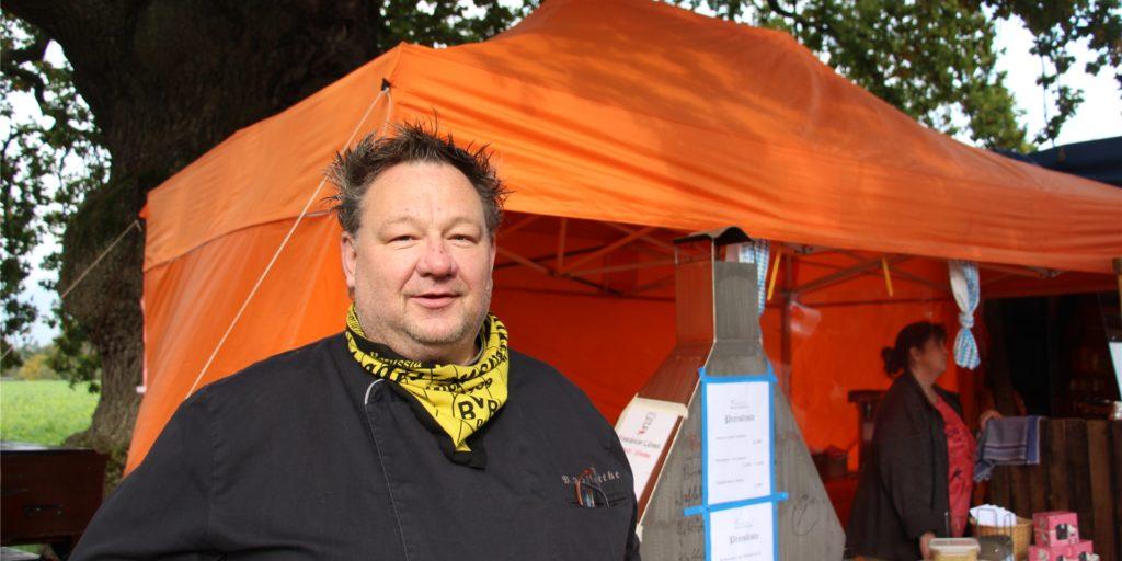 Michael Schlottke bietet in Olfen erfolgreich einen Lieferservice an, der besonders von älteren Kunden genutzt wird.