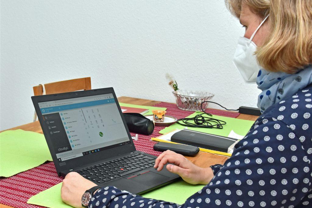 Die Telefonsoftware auf ihrem Dienstlaptop habe sie gerettet, als sie in häuslicher Quarantäne war.