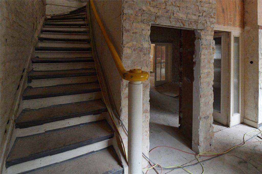 Ein Blick in das Treppenhaus der Villa.