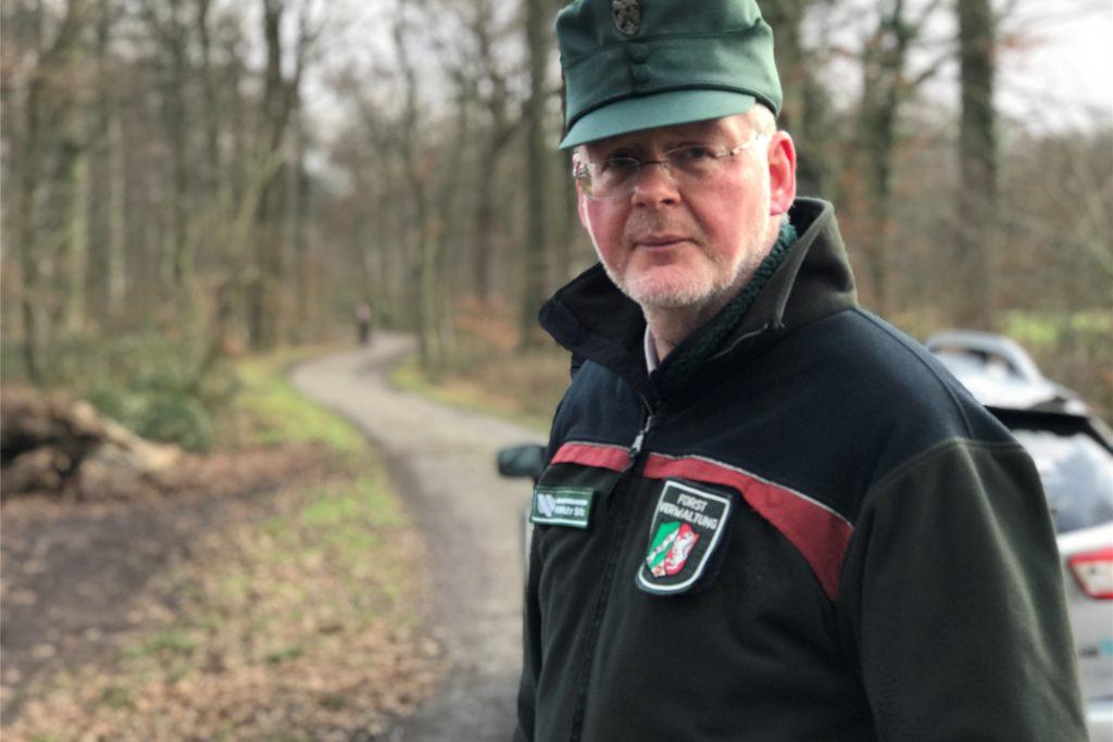 Revierförster Matthias Klar im Grutholz: Der Experte warnt seit drei, vier Jahren, dass der Wald vor dem Tod steht.
