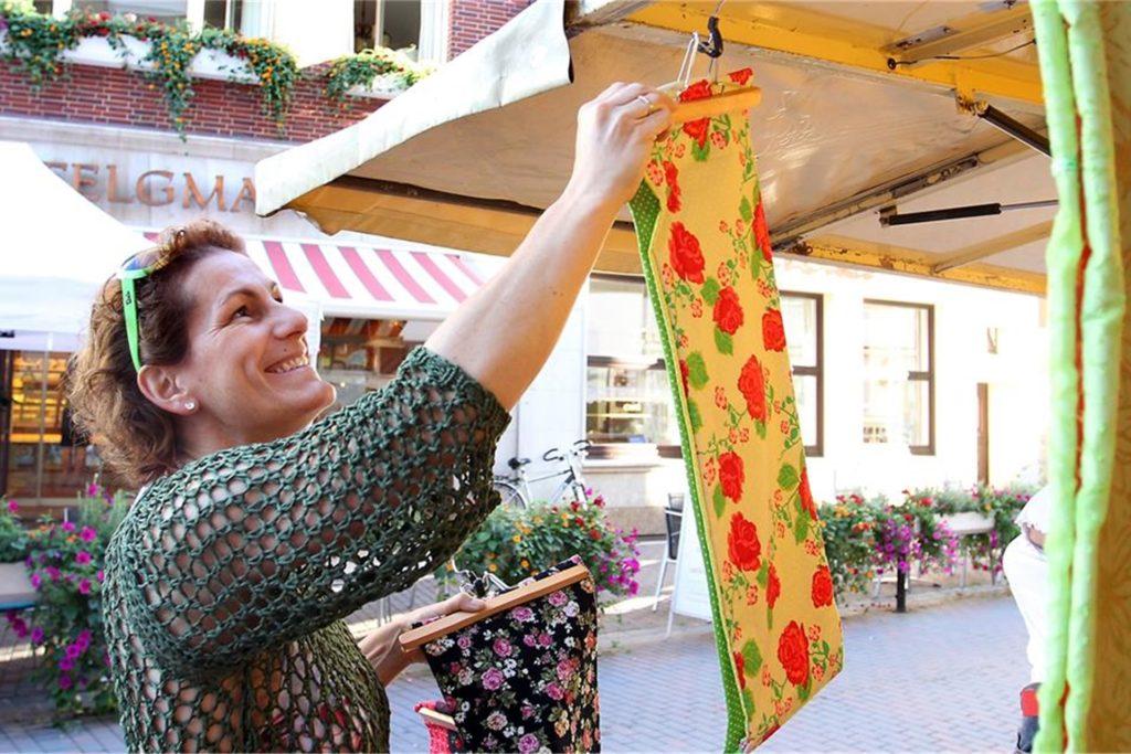 Auf dem Wochenmarkt in Werne dürfen auch Non-Food-Händler ihre Ware anbieten.