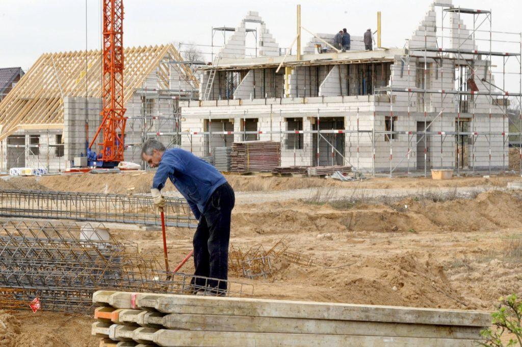 """Der Kaufpreis für Wohnimmobilien steigt immer weiter. In Dortmund kostet eine neu errichtete Doppelhaushälfte rund 335.000 Euro. Im Wohnungsmarktbericht heißt es: """"Für diesen Preis hätten Kaufinteressenten noch vor fünf Jahren ein neu gebautes frei stehendes Einfamilienhaus erwerben können."""""""