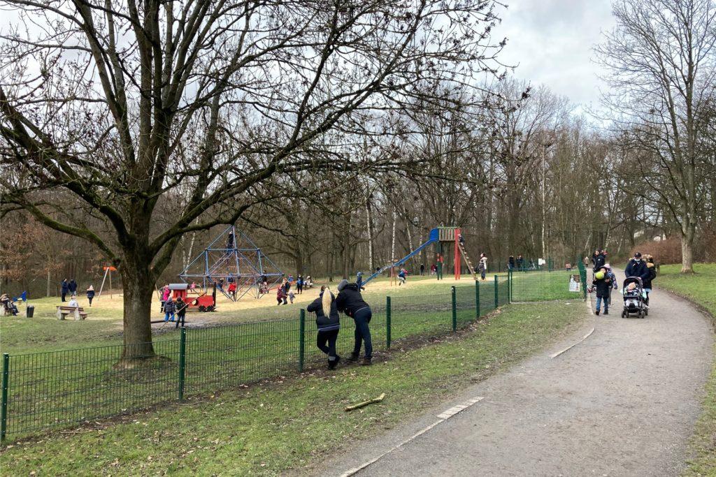 Der Spielplatz im Grutholz war am Samstag gut besucht.