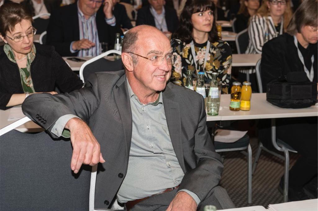 Mathias Redders will über 80-Jährige bei den Formularen und bei der Fahrt zum Impfzentrum unterstützen.