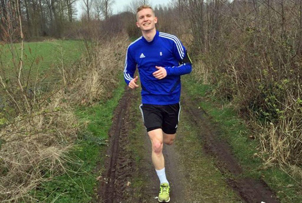 Natürlich zählen auch die individuellem Laufeinheiten für Fußballer, hier Justus Jaegers vom SuS Stadtlohn im vergangenen Frühjahr, zur Vorbereitung.