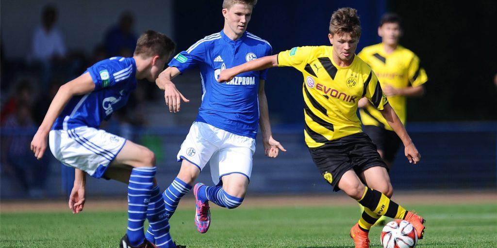 Mit dem BVB holte Mateusz Ostaszewski (r.) die Deutsche B-Jugendmeisterschaft.
