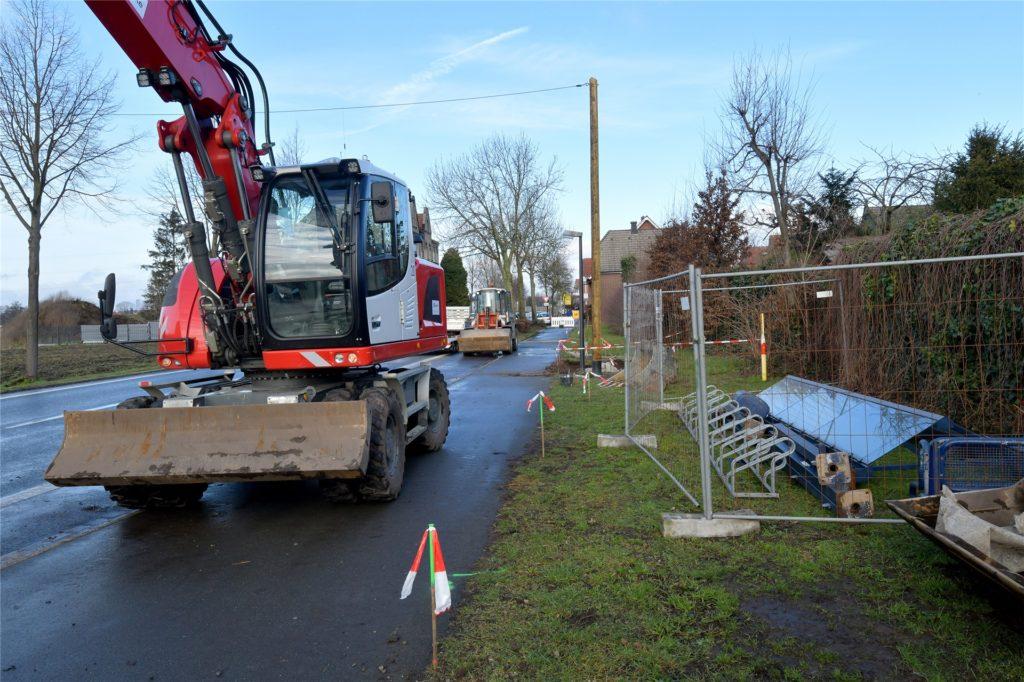 Eine der beiden Bushaltestellen an der Haus-Berge-Straße wird gelegt, die andere barrierefrei ausgebaut.