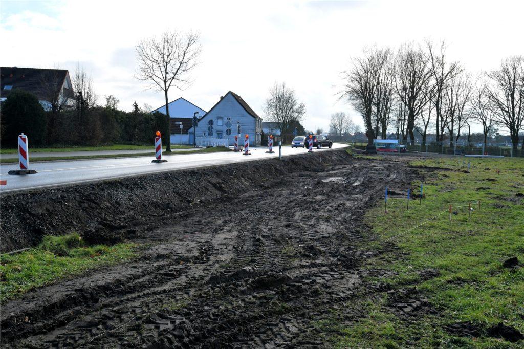 Wegen Umbauarbeiten ist die Kreisstraße in Höhe der Haus-Berge-Straße in Selm derzeit halbseitig gesperrt.