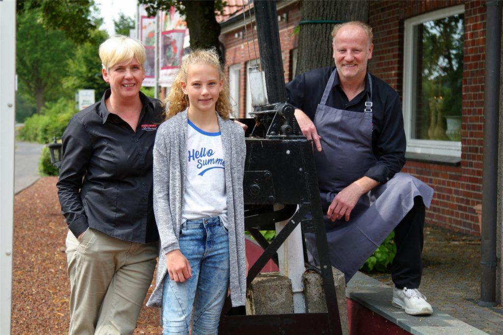 """Die Familie Enning betreibt seit vielen Jahren das Restaurant """"Zur Barriere"""" in Ammeln."""