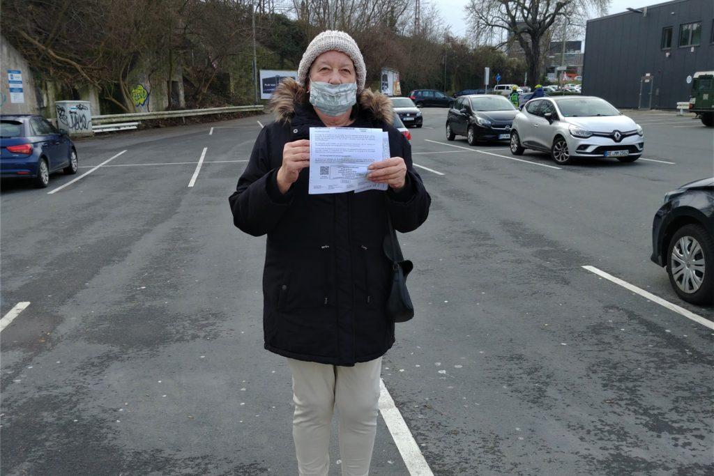 Renate Haardt (66) ärgert sich darüber, dass sie 34.90 Euro zahlen muss – sie hatte Ihre Parkscheibe vergessen.