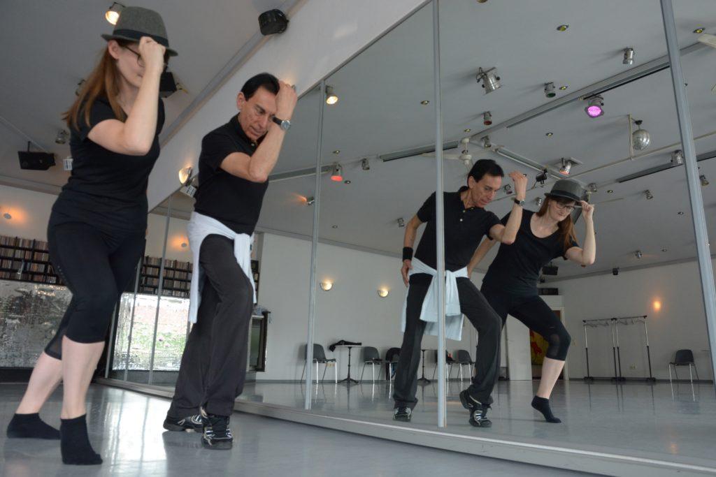 Zum Tanzen benötigt man viel Platz: Julio Cesar Salmeron Bozo, Inhaber der Tanzschule Bleckmann Werne (hier auf einem Archivbild in seiner Tanzschule), verzichtet aus mehreren Gründen auf Online-Tanzkurse während des Lockdowns.