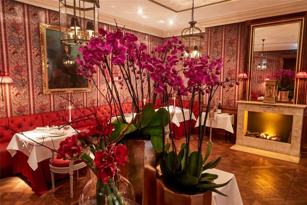 Ein Einblick in das Gourmet-Restaurant: Das Kaminzimmer im
