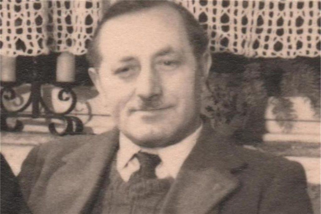Alois Beuker im Jahr 1950: Damals hatte er den Motorrad-Bau schon längst aufgegeben und führte eine Radio-Werkstatt am Nordwall.