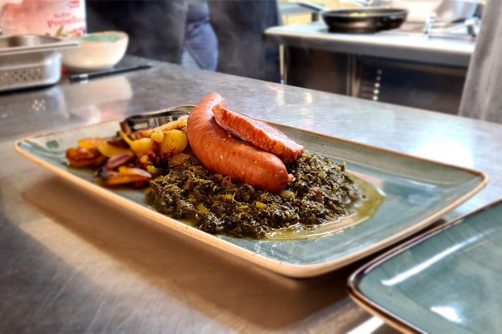 Verschiedene Gerichte von der Außer-Haus-Karte wie etwa Grünkohl können die Gäste bestellen.