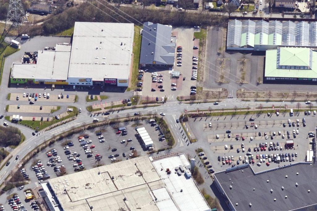 An der Siemensstraße gibt es laut Ordnungsamts-Leiter Thomas Roehl einen Unfallschwerpunkt: die Ausfahrt vom Media-Markt-Parkplatz.