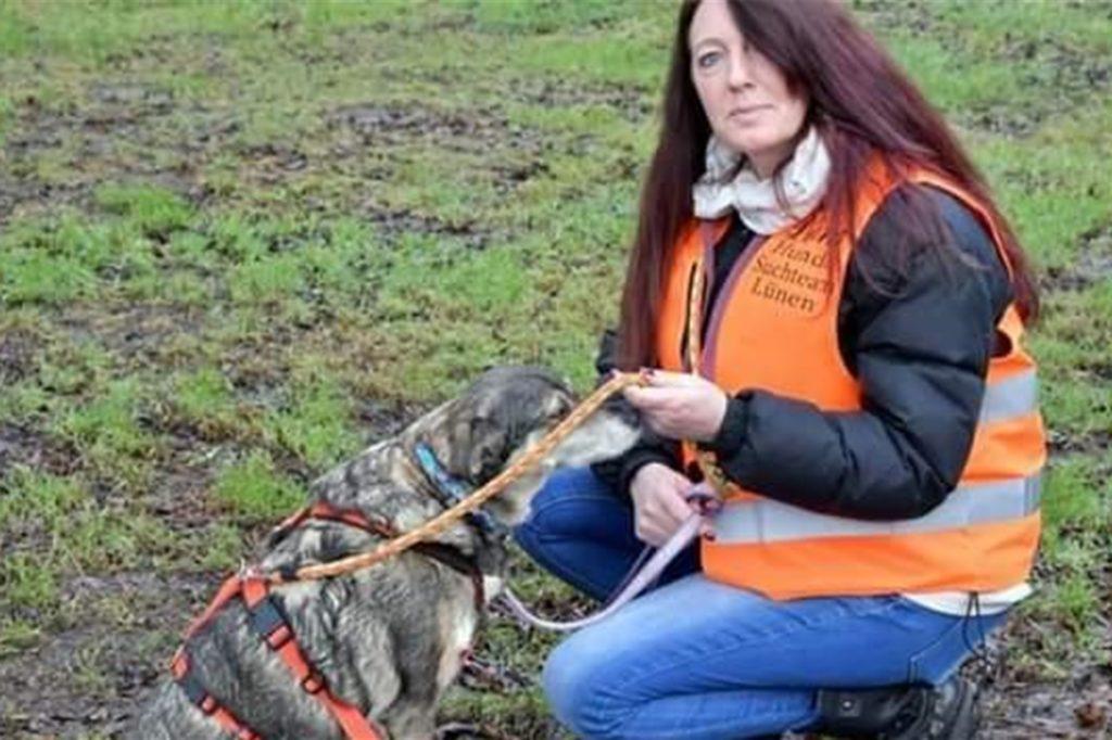 Diana Weichert vom Hunde Suchdienst Lünen unterstützte bei der Suche nach Frida.