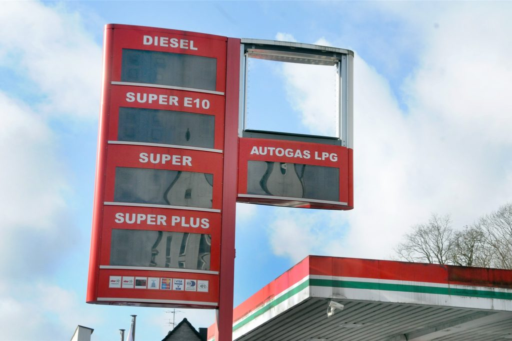 Welche Benzin-Marke wird künftig an dem Preismast ihren Schriftzug anbringen?